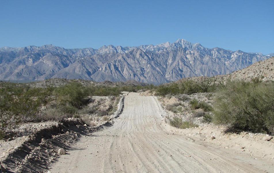 Salar del Diablo road